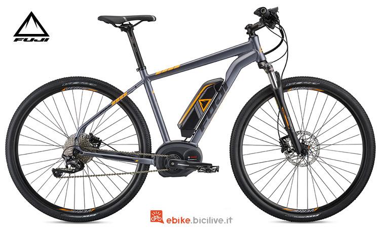 Una bici elettrica Fuji E-Traverse 1.1