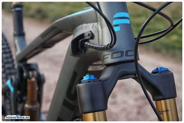 Mitgedacht: Focus hat Vorsorge für die passive Kühlung der integrierten Akkupacks getroffen - mit Luftschlitzen am Oberrohr.