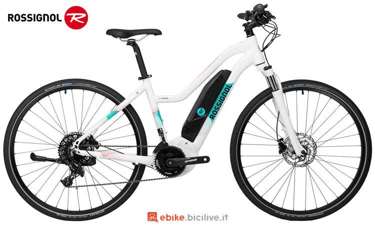 Una bici elettrica a pedalata assistita da donna Rossignol E TRACK 700 W