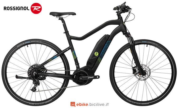 Una city bike elettrica per uomo Rossignol E TRACK 700 M gamma 2018