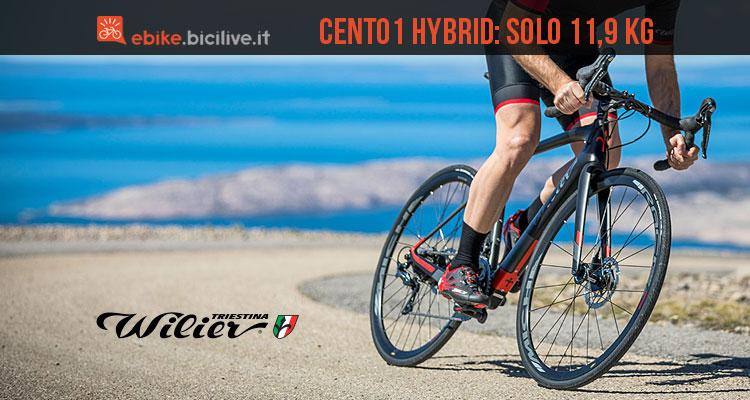 ciclista con la bici da corsa elettrica Wilier Cento1 Hybrid