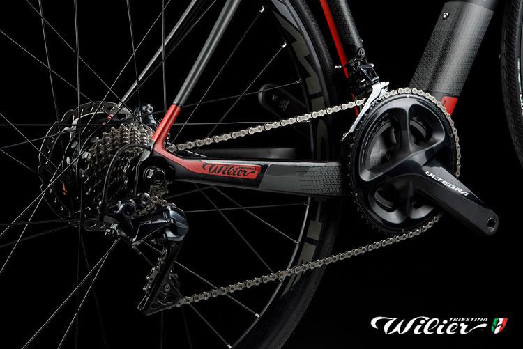 Il pacco pignoni nasconde il motore della e-bike Wilier Cento1 hybrid